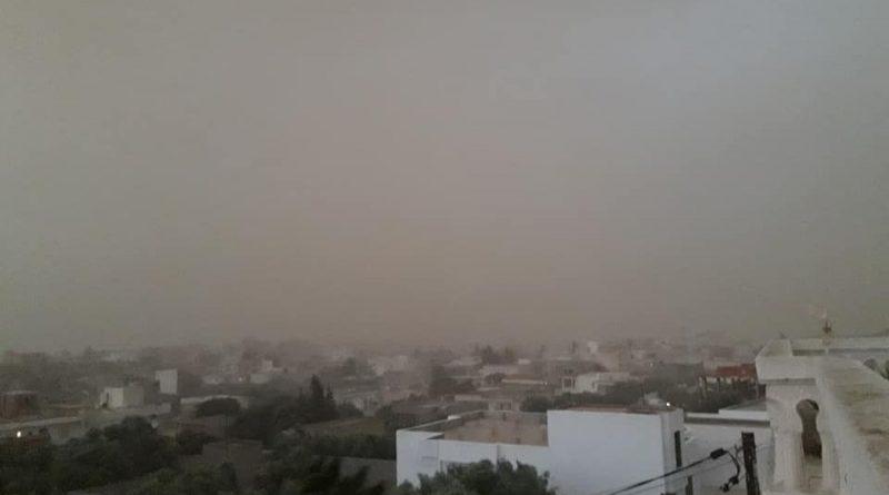 Eingeschränkte Sicht durch Sand ohne Niederschlag während eines Sandsturms in Akouda/Sousse am 05.09.2018.