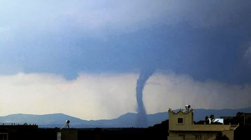 Tunesien: Windhose über dem Cap Bon nahe Fartouna am Sonntag, den 25. August 2019