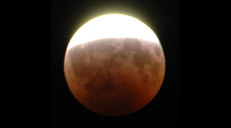 Mond: Partielle Halbschattenfinsternis - Bild: Eporun at de.wikipedia - Eigenes Werk, CC BY-SA 3.0 de, https://commons.wikimedia.org/w/index.php?curid=15581213