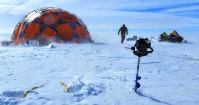 """Das Camp in der """"Patriot Hills Blue Ice Area"""", von wo aus die Wissenschaftler die Proben zogen. © AntarcticScience.com"""